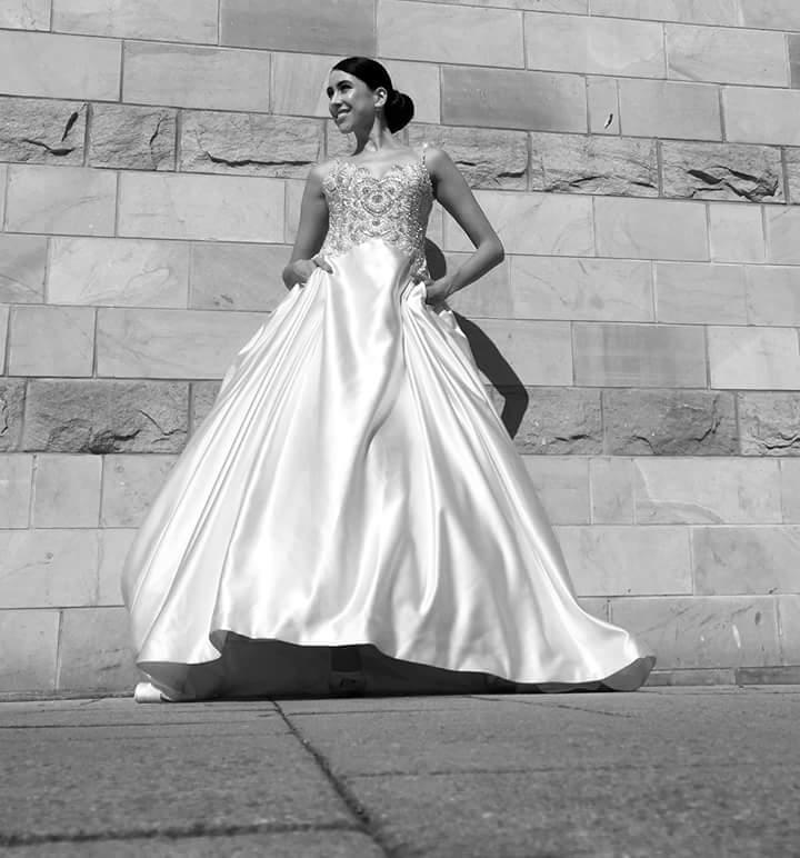 1b81751571e9 Vyznáte sa v svadobných látkach  - Svadobný salón Star Boutique