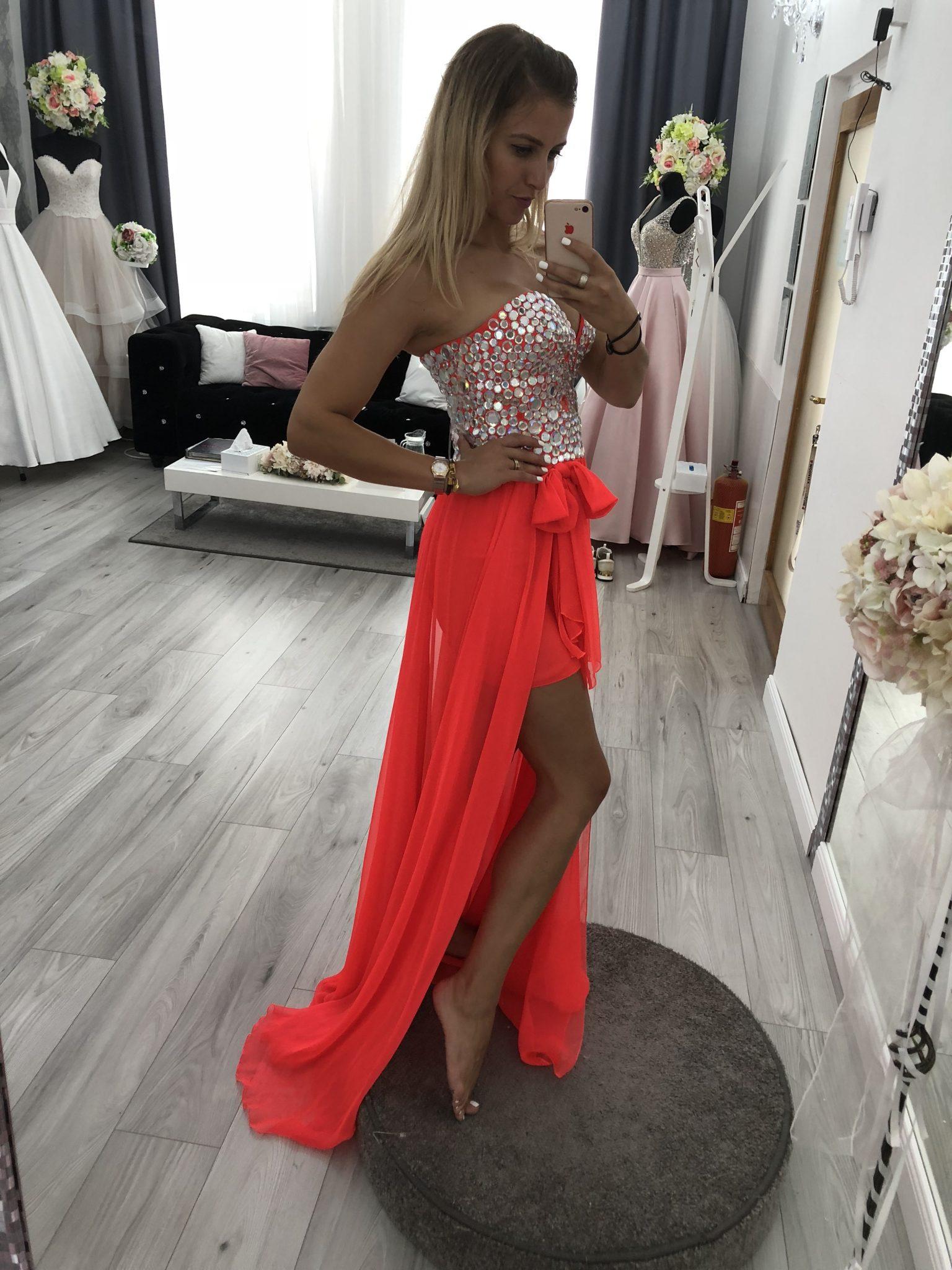 Šaty na stužkovú  Krátke či dlhé  - Svadobný salón Star Boutique 77f0a559cf2