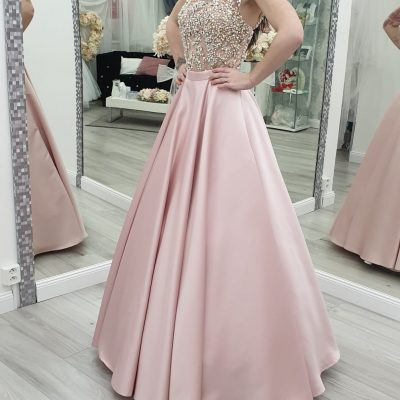 Crop top-ružová sukňa+top