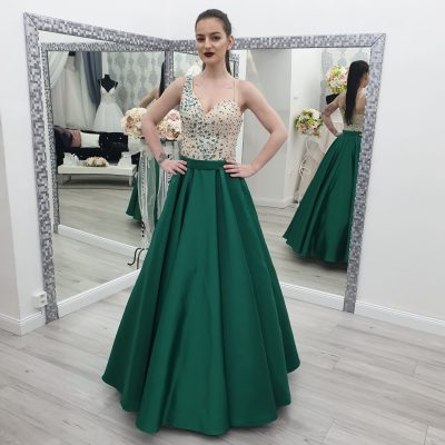Smaragdové šaty
